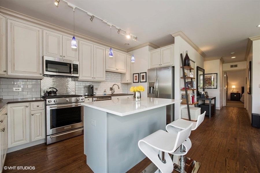 06-859-erie-unit301-kitchen