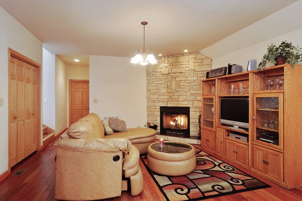 01-5009-meade-living-room