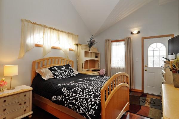 11-5009-meade-4th-bedroom