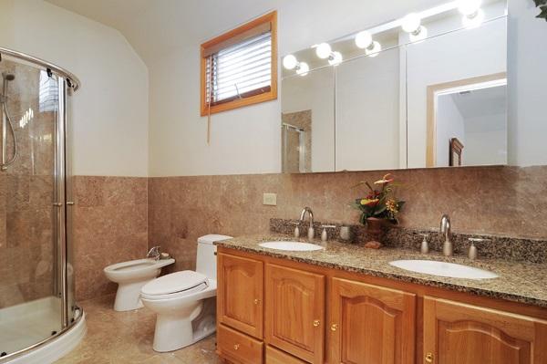 08-5009-meade-master-bathroom