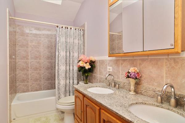 13-5009-meade-bathroom
