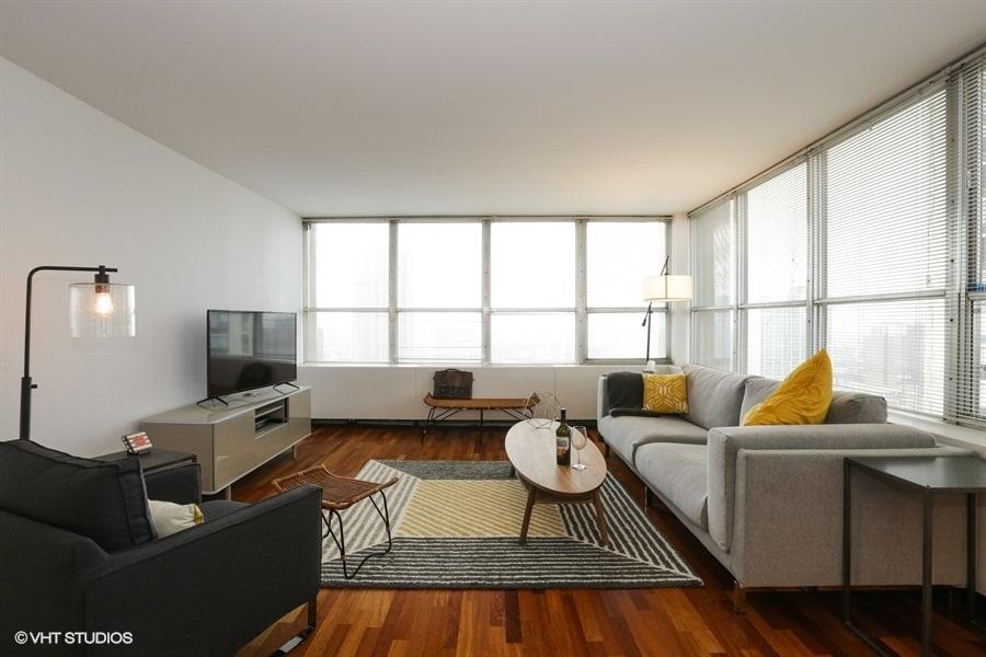 01-655-irving-park-unit1917-living-room