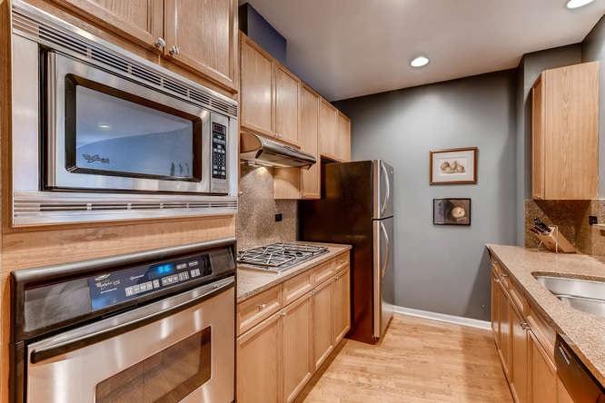 08-7742-sheridan-1r-kitchen