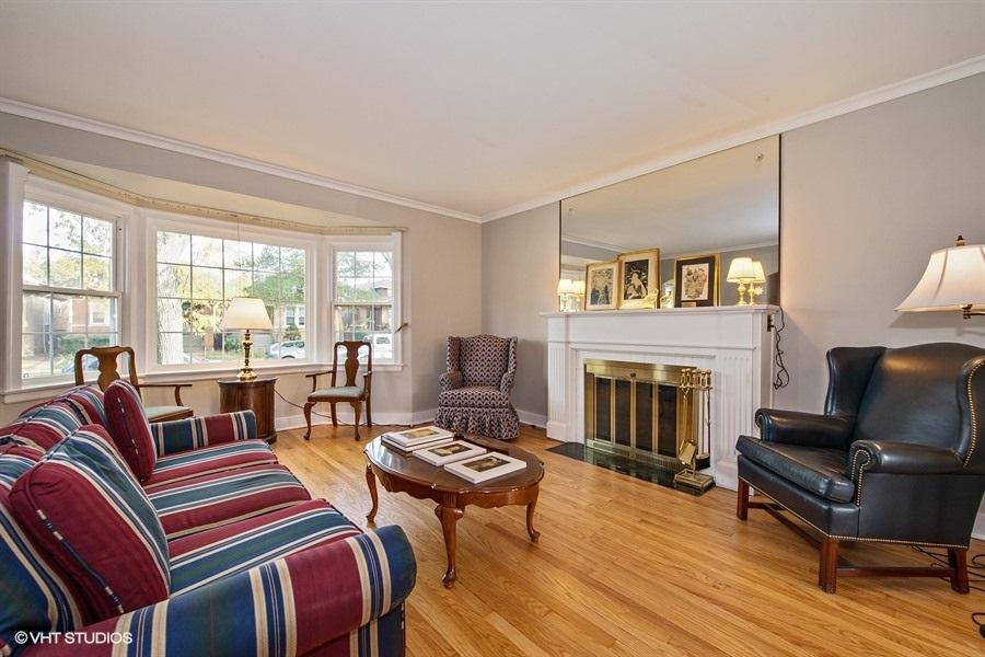 02-5936-washtenaw-living-room