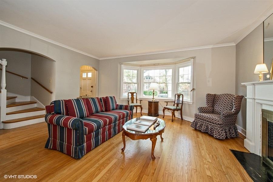 03-5936-washtenaw-living-room