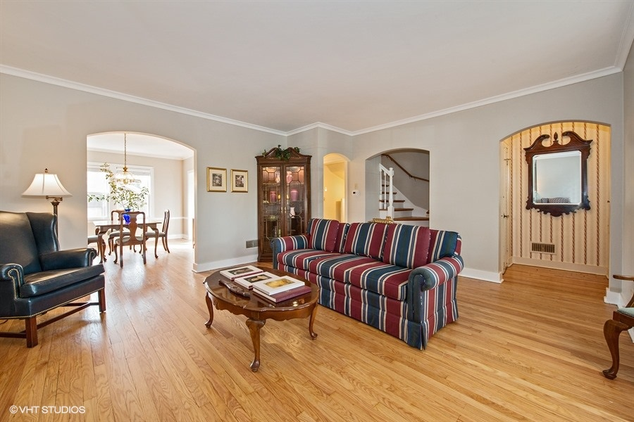 04-5936-washtenaw-living-room