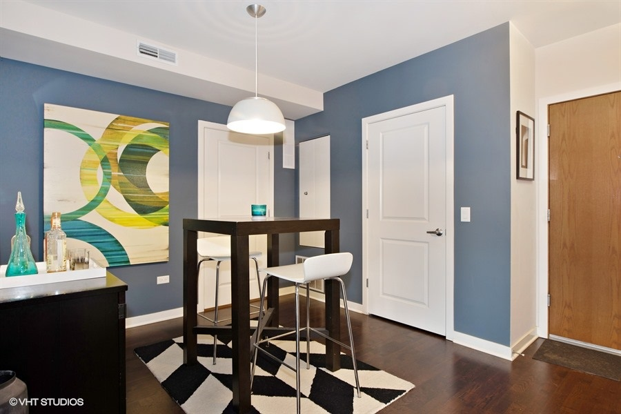 06-5858-broadway-unit404-dining-room