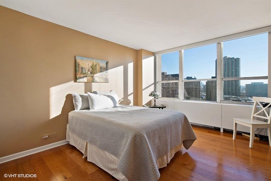 09-655-irving-park-unit1401-bedroom