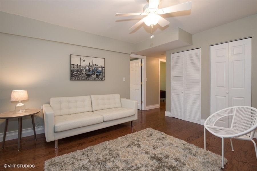 03-3103-wilson-unit-g-living-room