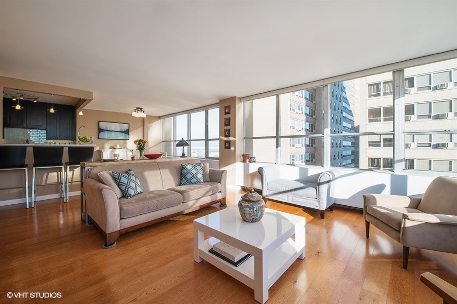 05-655-irving-park-unit1401-living-room