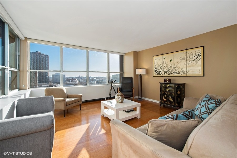 02-655-irving-park-unit1401-living-room