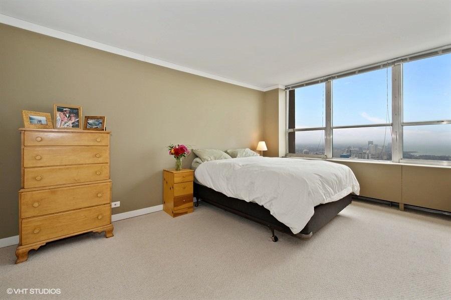 06-655-irving-park-unit5002-master-bedroom
