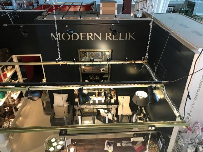 showroom-looking-down