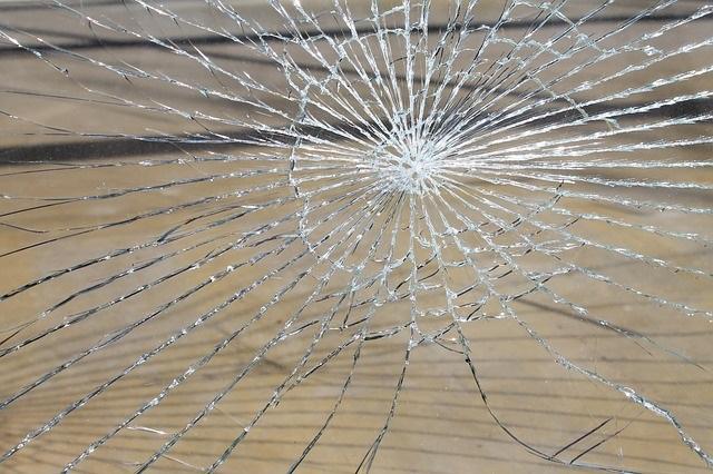 glass-breakage-286096_640