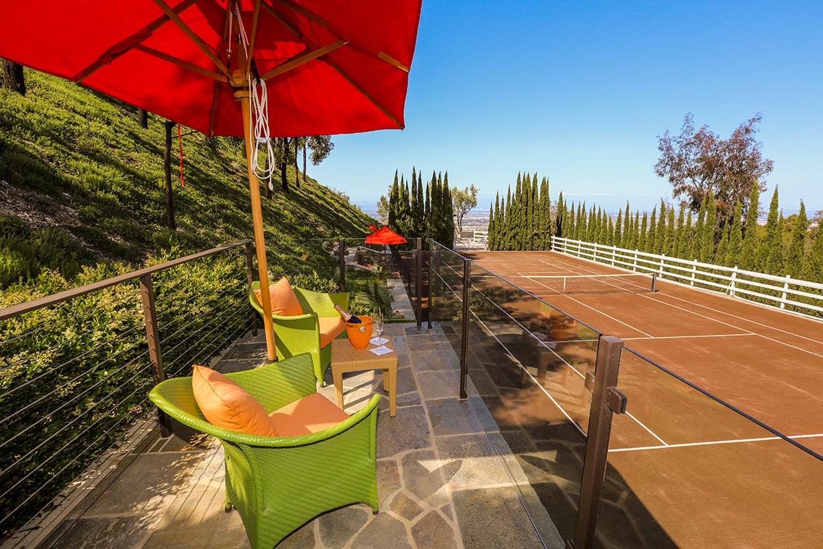 9-10-outdoor clay tennis court