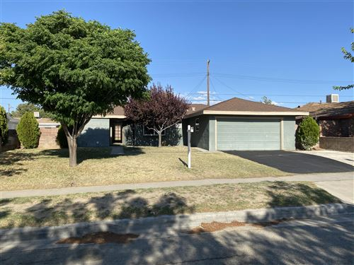 Photo of 45402 E 5 Street, Lancaster, CA 93535 (MLS # 20005042)