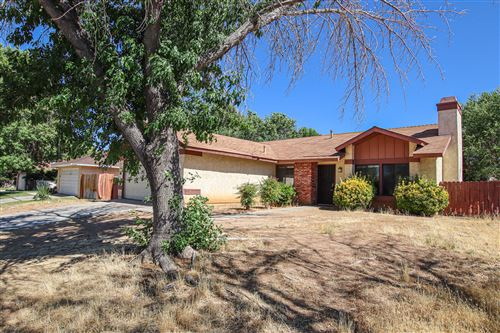 Photo of 1650 E Ave R-3, Palmdale, CA 93550 (MLS # 20006184)