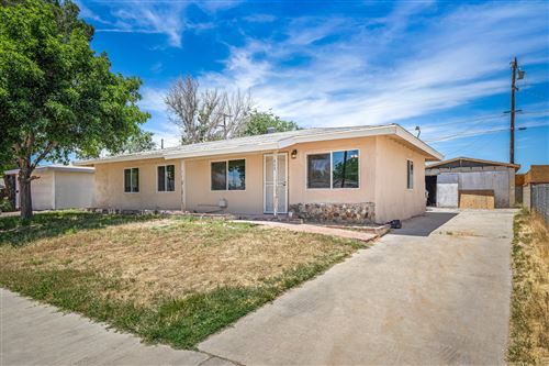 Photo of 44839 Foxton Avenue, Lancaster, CA 93535 (MLS # 20004185)
