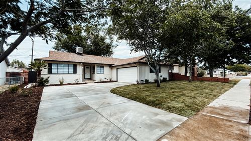 Photo of 809 W Avenue J10, Lancaster, CA 93534 (MLS # 20004190)