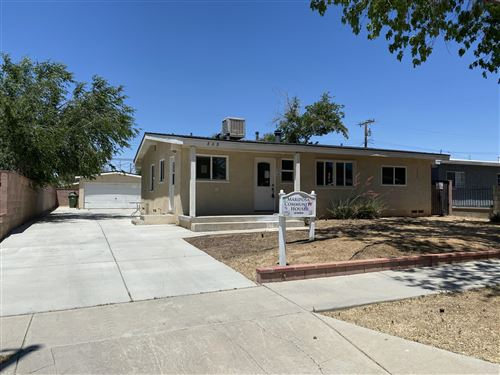 Photo of 809 W Avenue H8, Lancaster, CA 93534 (MLS # 20004245)