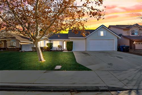 Photo of 3304 Fairgreen Lane, Palmdale, CA 93551 (MLS # 21000388)