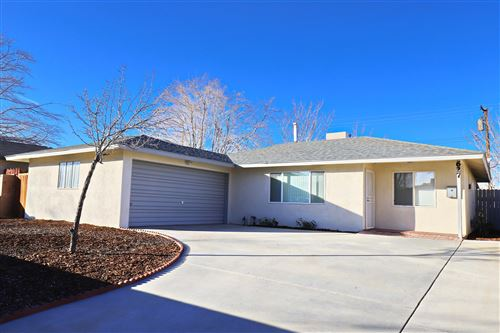 Photo of 627 E Oldfield Street, Lancaster, CA 93535 (MLS # 20000427)