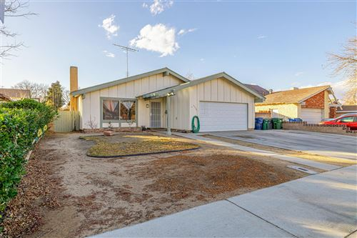 Photo of 44745 Fenhold Street, Lancaster, CA 93535 (MLS # 21000583)