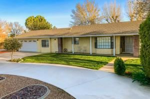 Photo of 5020 E Avenue K4, Lancaster, CA 93535 (MLS # 19012683)