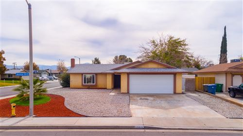 Photo of 2922 E Avenue R13, Palmdale, CA 93550 (MLS # 19012808)
