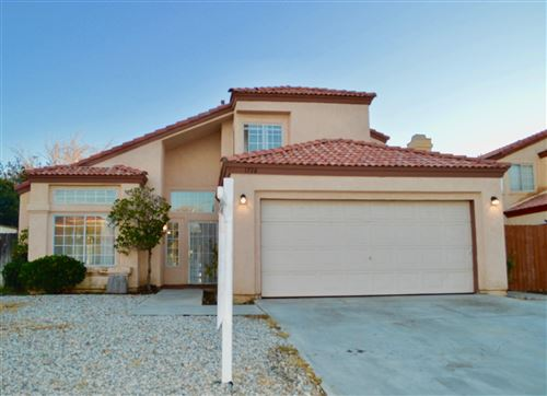 Photo of 1726 Sierra View Avenue, Lancaster, CA 93535 (MLS # 19012816)