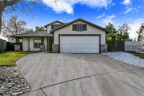 Photo of 3004 Hildreth Court, Lancaster, CA 93535 (MLS # 19012851)