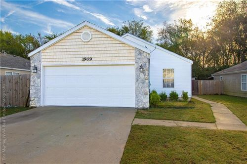 Photo of 1909 Pinewoods Drive, Rogers, AR 72758 (MLS # 1198047)