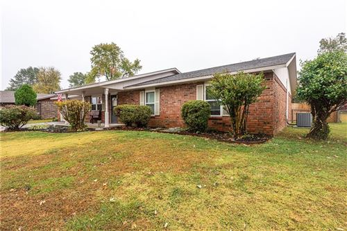 Photo of 1110 W Linda Lane, Rogers, AR 72758 (MLS # 1164125)