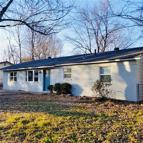 Photo of 2404 Sycamore Place, Springdale, AR 72762 (MLS # 1144263)