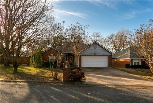Photo of 900 Willow  CT, Siloam Springs, AR 72761 (MLS # 1134352)