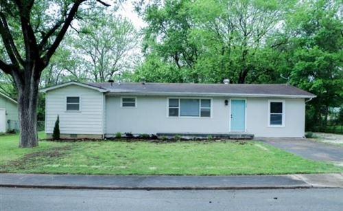 Photo of 945 E Elmhurst Avenue, Fayetteville, AR 72701 (MLS # 1184736)