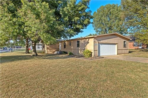 Photo of 1302 Carriage Way, Fayetteville, AR 72704 (MLS # 1197920)