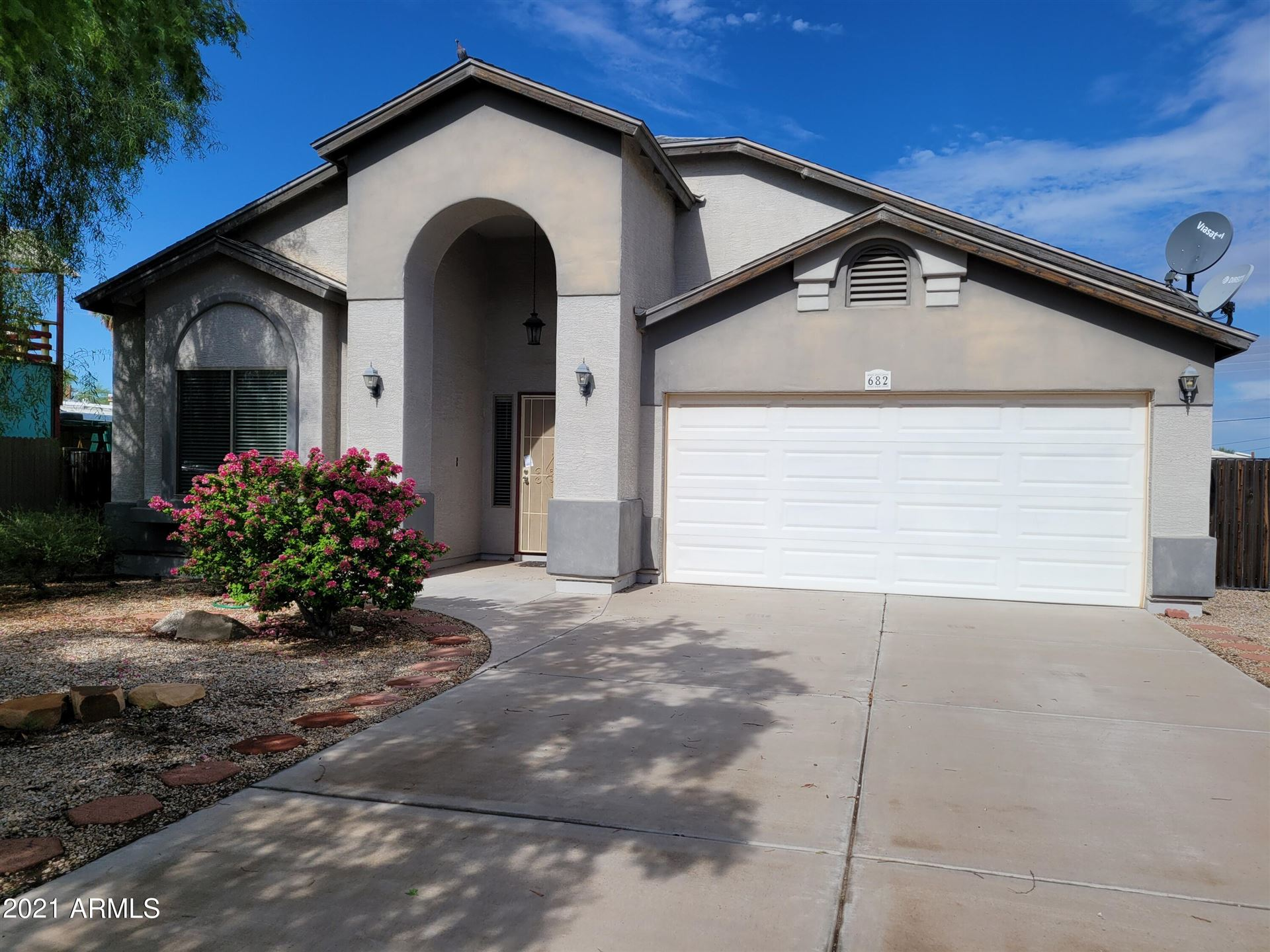 Photo of 682 S LAWSON Drive, Apache Junction, AZ 85120 (MLS # 6293003)