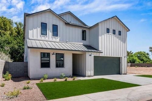 Photo of 4002 E CAMPUS Drive, Phoenix, AZ 85018 (MLS # 6096019)