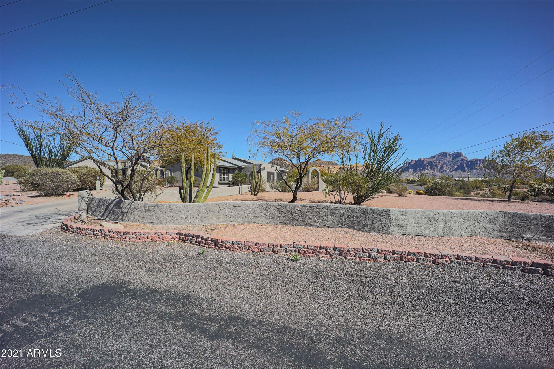 Photo of 5425 N CACTUS Road, Apache Junction, AZ 85119 (MLS # 6201032)