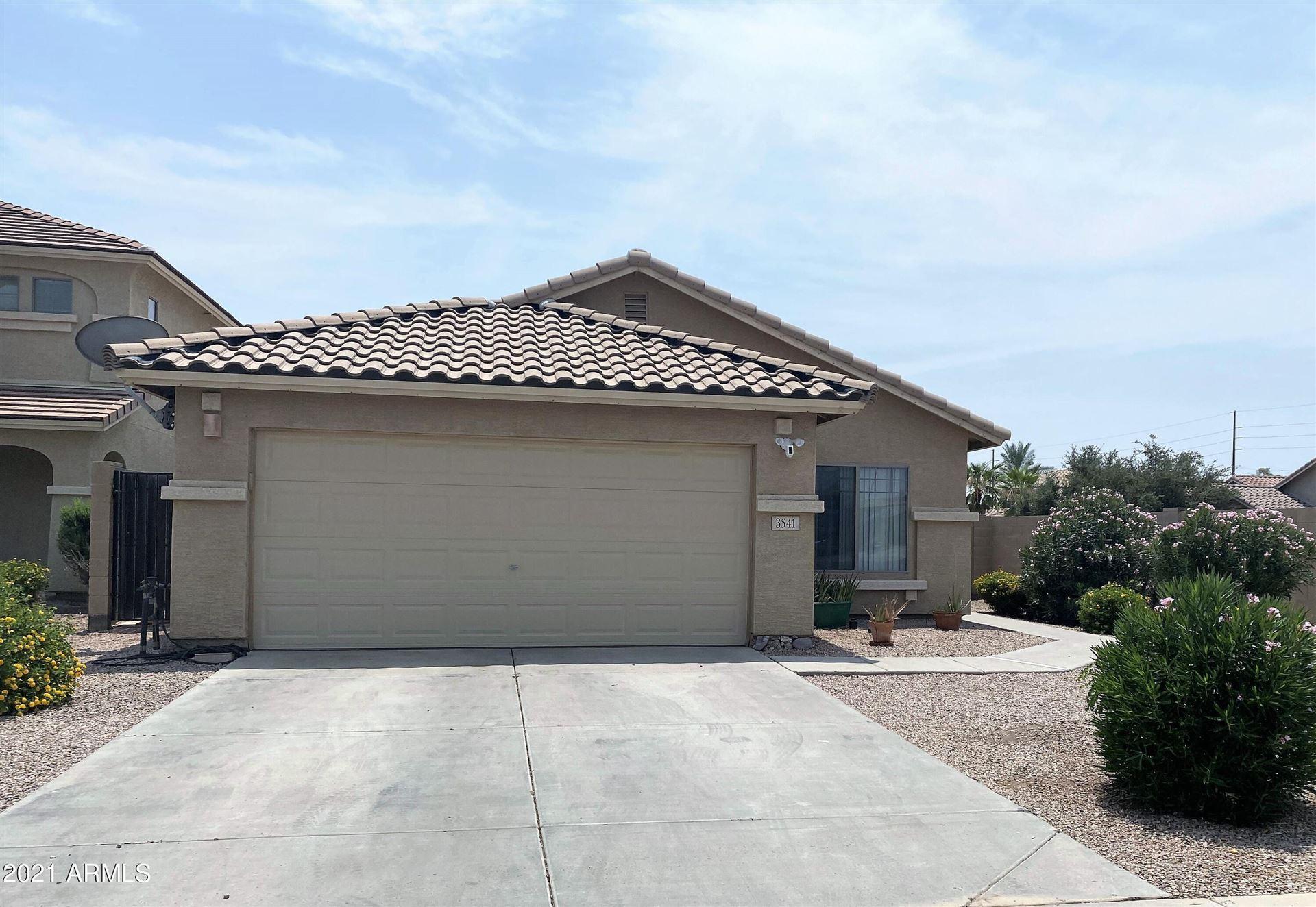 Photo of 3541 E AUSTIN Lane, San Tan Valley, AZ 85140 (MLS # 6269042)