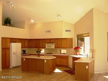Photo of 693 W HONEYSUCKLE Drive, Chandler, AZ 85248 (MLS # 6232110)