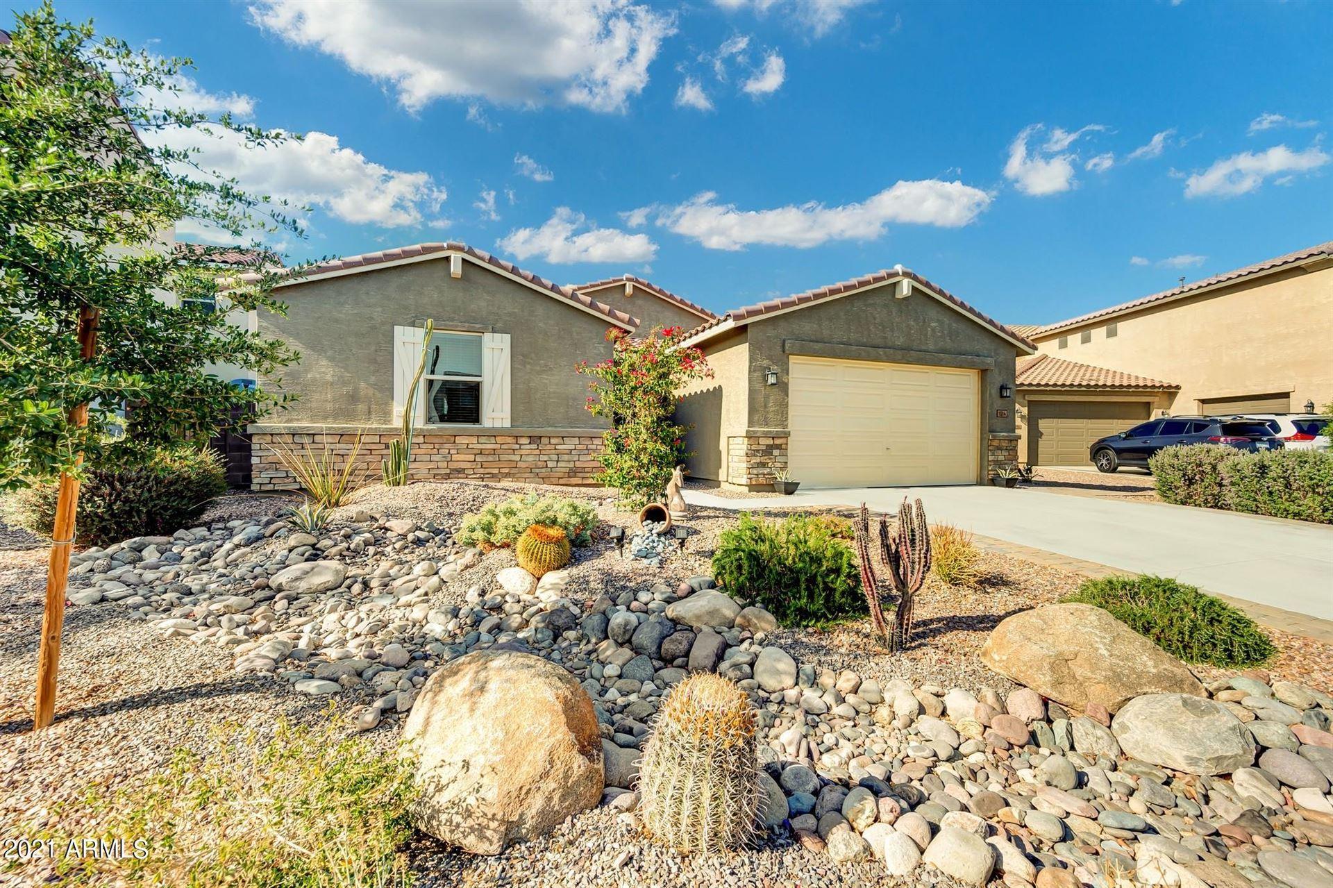 Photo of 1014 W BLUE RIDGE Drive, San Tan Valley, AZ 85140 (MLS # 6231144)