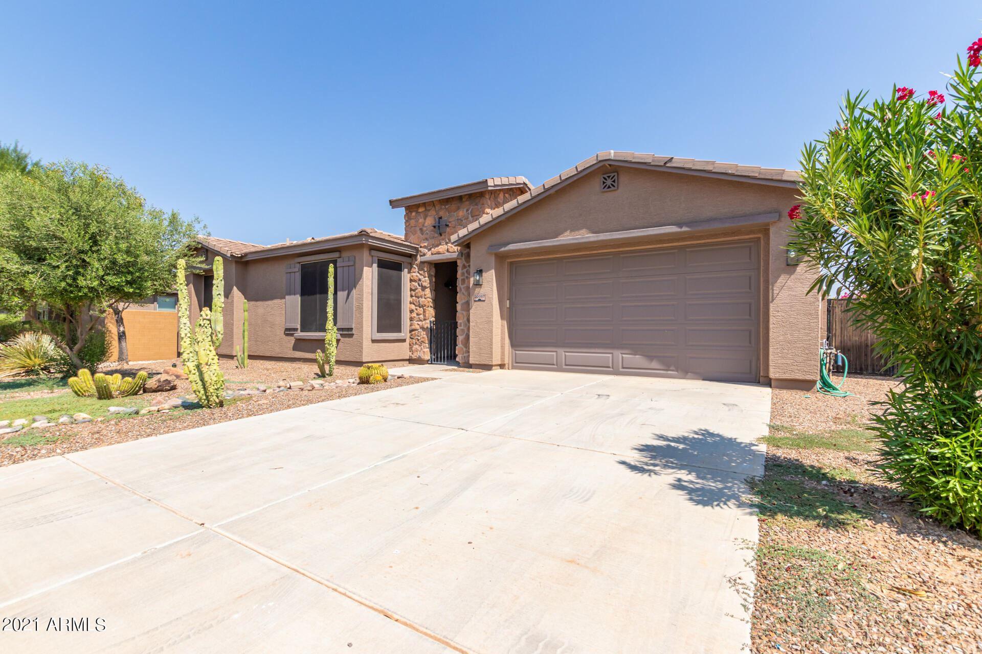 Photo of 22057 N DIAMOND Drive, Maricopa, AZ 85138 (MLS # 6294159)