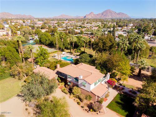 Photo of 2912 E SHERRAN Lane, Phoenix, AZ 85016 (MLS # 6158175)