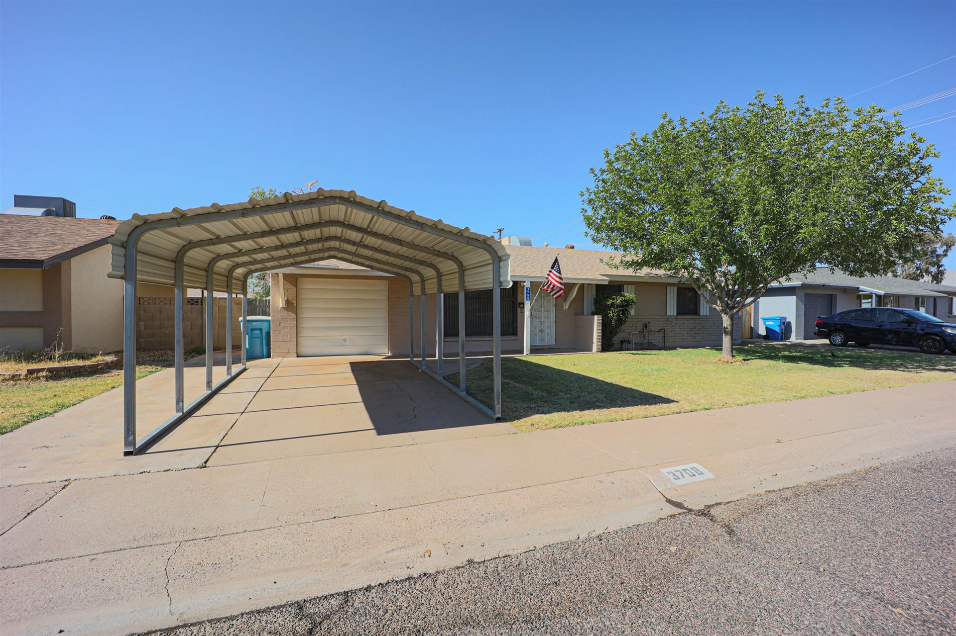 Photo of 3708 W CACTUS WREN Drive, Phoenix, AZ 85051 (MLS # 6232176)
