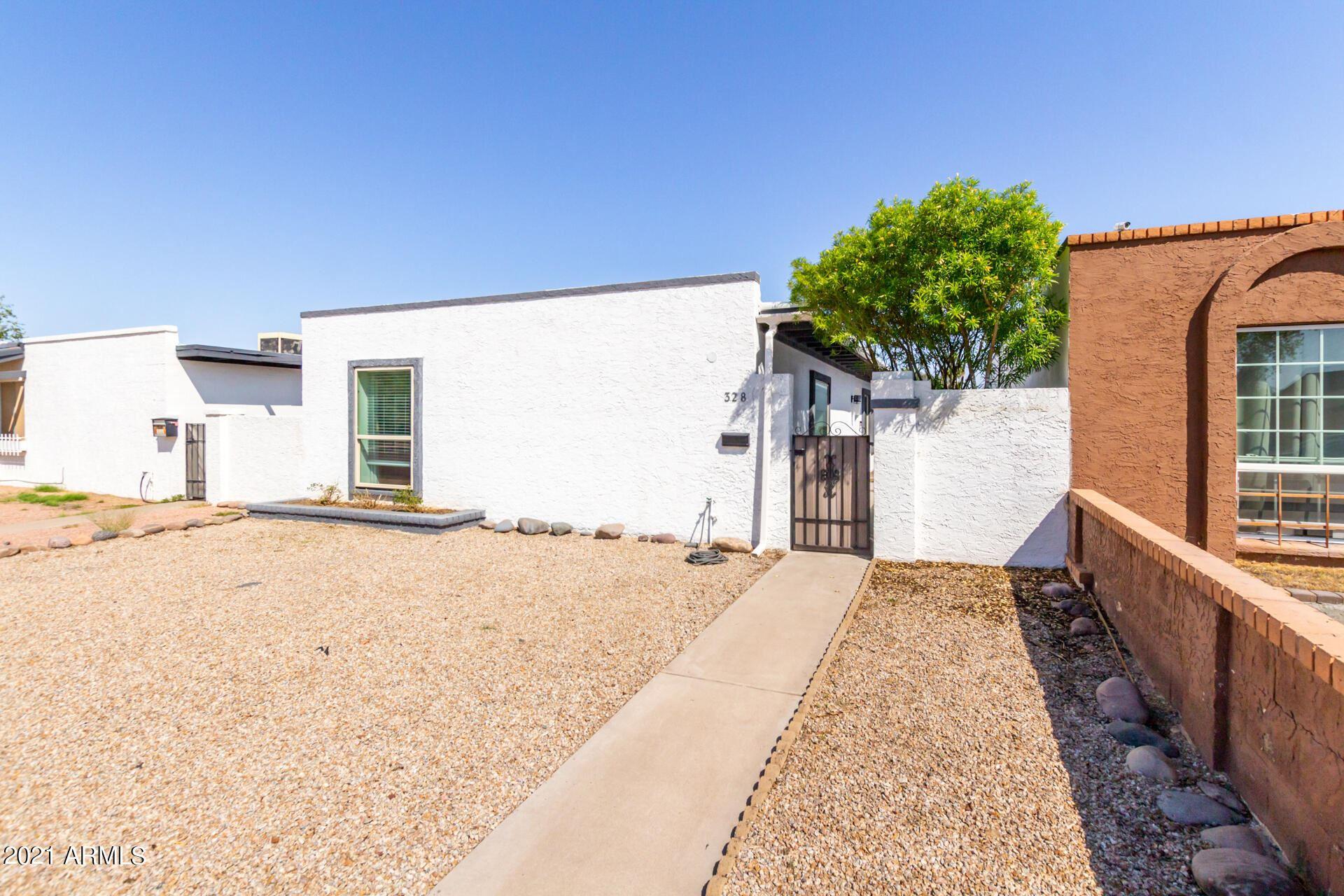 Photo of 328 W MANHATTON Drive, Tempe, AZ 85282 (MLS # 6293198)