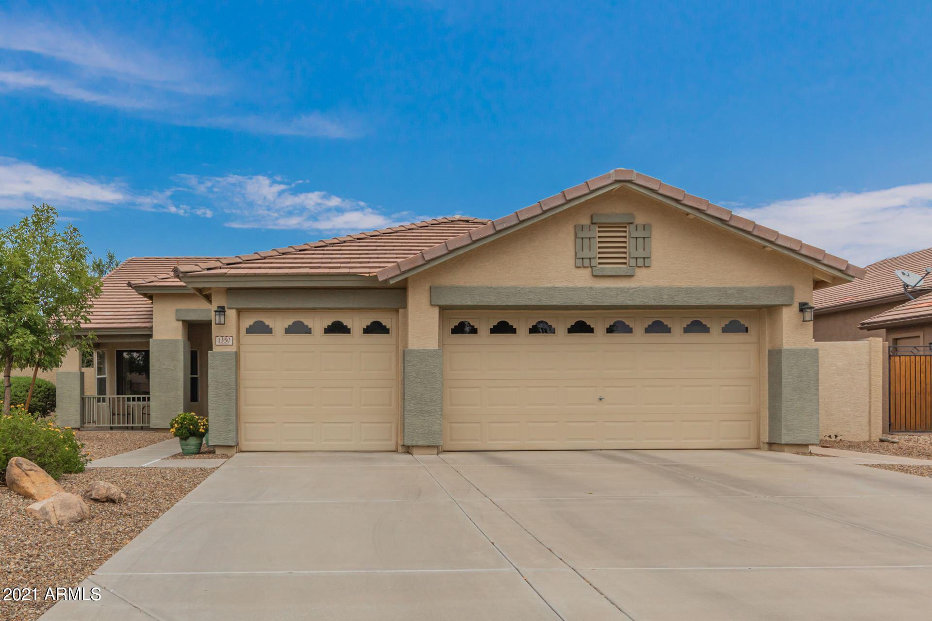Photo of 1350 E Carla Vista Drive, Gilbert, AZ 85295 (MLS # 6269199)