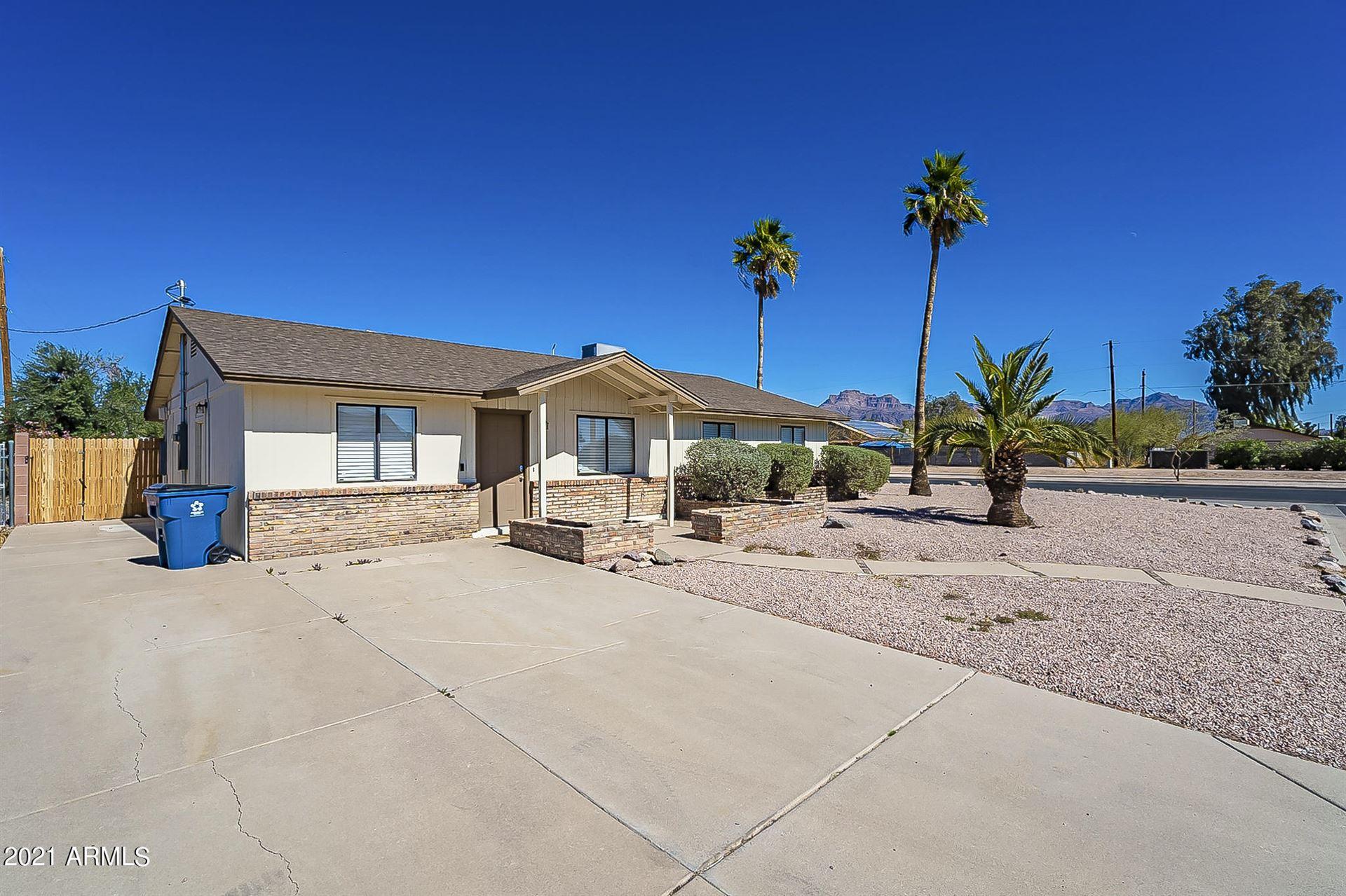 Photo of 790 E MESQUITE Avenue, Apache Junction, AZ 85119 (MLS # 6291208)