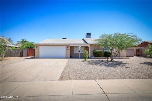 Photo of 2130 E GREENWAY Drive, Tempe, AZ 85282 (MLS # 6241217)